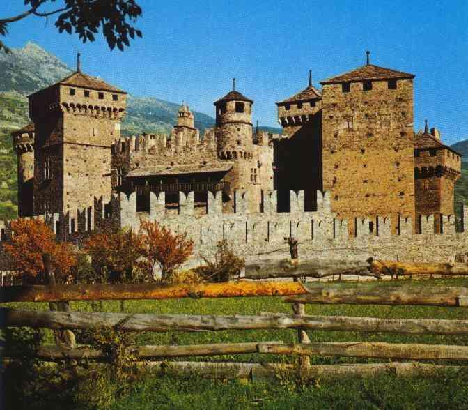 http://www.courmayeur-mont-blanc.com/Castelli/castellofenis/Fenis.jpg
