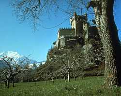 http://www.courmayeur-mont-blanc.com/Castelli/castellospierre/stpierre2.jpg